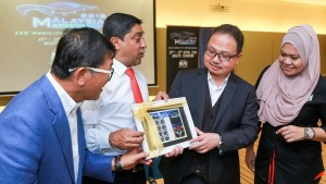 L-R: Malaysia Autoshow 2018 co-organising chairman Yamin Vong, POS Malaysia Head of Retail Abd Razak Mohd A Kadir,  Malaysia Automotive Institute CEO Dato' Madani Sahari and Malaysia Exposition Park Serdang (MAEPS) COO Norafizah Rahman looking at a set of personalised stamps.