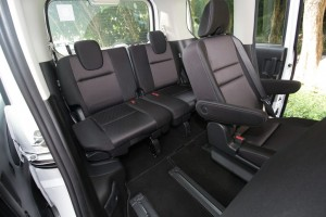 Nissan Serena S-Hybrid, Malaysia, Captain's seat for second row, and full seats at the third row.IMG_6208