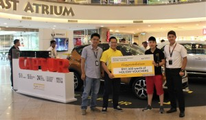 Photo 1_Teoh Hsiao Lin receiving her Renault 'Buy & Win' holiday prize - Renault Malaysia, TC Euro Cars Sdn Bhd