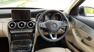 Mercedes-Benz C350e Cockpit