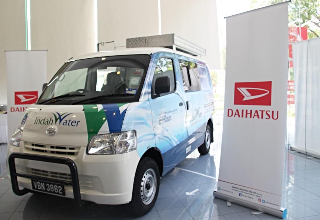 d49974243b Daihatsu Hands Over Gran Max Vans To Indah Water Konsortium ...