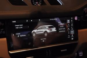 Porsche Cayenne S, Touchscreen, Malaysia 2018