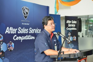 Hj Dzulkefli Manap, Senior Manager, Service Operations, Proton Edar addressing the participants.