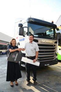 Scania Southeast Asia Managing Director, Marie Sjödin Enström with Sin Hock Soon Director, Mr. Tony Yew.