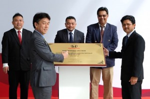 Mr. Toichi Ishiyama, MD and CEO of HMSB, MJN Motors Honda 3S Centre,  Encik Roslan Abdullah, President and COO of HMSB and the Management of MJN Motors Sdn Bhd - Honda Malaysia