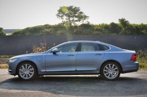 Volvo S90 T8 Inscription Plus_Side View_Malaysia