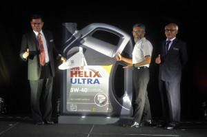 L-R: YB Dato' Saifuddin Nasution, Minister of Domestic Trade and Consumer Affairs; Shairan Huzani Husain, Managing Director of Shell Malaysia; YB Dato' Basaruddin Sadali, Deputy Sec-Gen (Domestic Trade), Ministry of Domestic Trade, Cooperatives and Consumerism