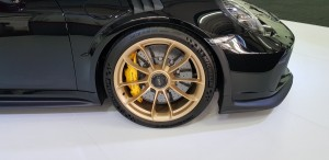 front wheels with 6-pot Calipers