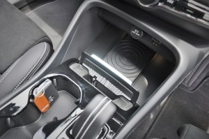 Volvo XC40 T5 R-Design_Centre Stack_Storage_Qi Wireless Charger_USB_12V_Key Holder_Cup Holder_Malaysia
