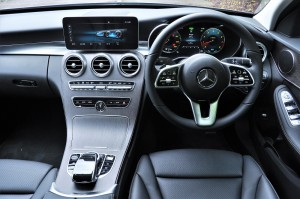 Mercedes-Benz C200 Avantgarde, Cockpit, Malaysia 2018