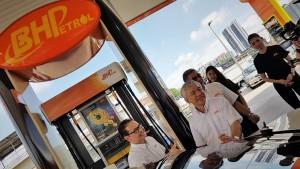 BHPetrol Infiniti Petrol, Station Pump, KT Tan, Azizul Azily Ahmad