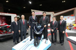 Senior management of Boon Siew Honda with the PCX Hybrid - KLIMS 2018