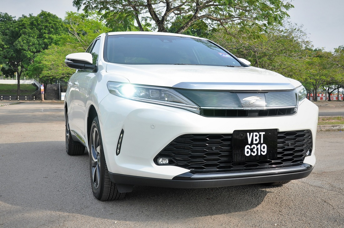 Test Drive Review : Toyota Harrier - Autoworld com my
