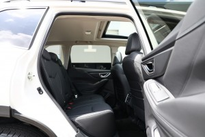 Subaru Forester e-Boxer_Rear Seats_Sunroof