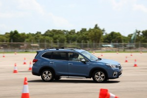 Subaru Forester e-Boxer_Preview_Test_Side View