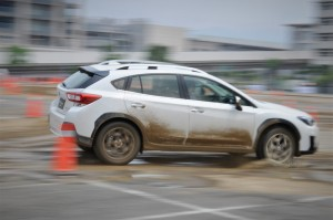 Subaru XV_Muddy Course_Symmetrical All Wheel Drive