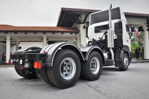Hino 700 Series Prime Mover_SR1E 6x2_Truck_Malaysia_Rear View