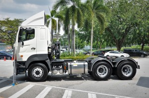 Hino 700 Series_SR1EKRG 6x2_Prime Mover_Truck_Malaysia_Side View