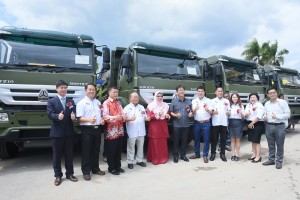 Handover 50 units of the Sinotruk SWZ tipper to Menta Construction Sdn Bhd