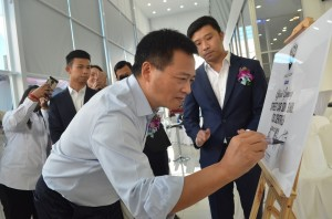 Plaque signing by Dr Li Chunrong, CEO of PROTON