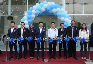 From left: Soong Kang Haw, Director, Street Car Sdn Bhd, Edmund Lim Meng Thong, Deputy Director of Sales, PROTON, Salawati Binti Mohd Yusoff, Deputy Director of Marketing, PROTON, Soong Kang Wei, Director, Street Car Sdn Bhd, Dr. Li Chunrong, Chief Executive Officer of PROTON, Soong Chai Huat, Managing Director of Street Car Sdn Bhd, Mohd Rasyidin Bin Datuk Nawi, State Manager, Melaka/Johor North, PROTON, Soong Sin Yee, Chief Executive Officer of Street Car Sdn Bhd.