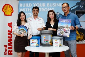 (L-R) Shell Lubricants B2B Associate Brand Manager Amanda Woo, Shell Rimula and Spirax Brand Manager Ravi Shankar, Shell Lubricants General Manager - Marketing May Tan and Shell Lubricants Sales Director Leong Tak Chuan with the new Shell Rimula Light Duty and heavy duty lubricants