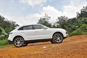 Porsche Cayenne_Off Road_Side View_Malaysia