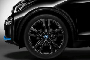 BMW i3s_Side_Front Wheel_Stock