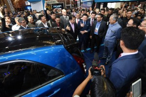 Tun Dr Mahathir being briefed by Dato_ Sri Syed Faisal Albar_Malaysia Autoshow 2019
