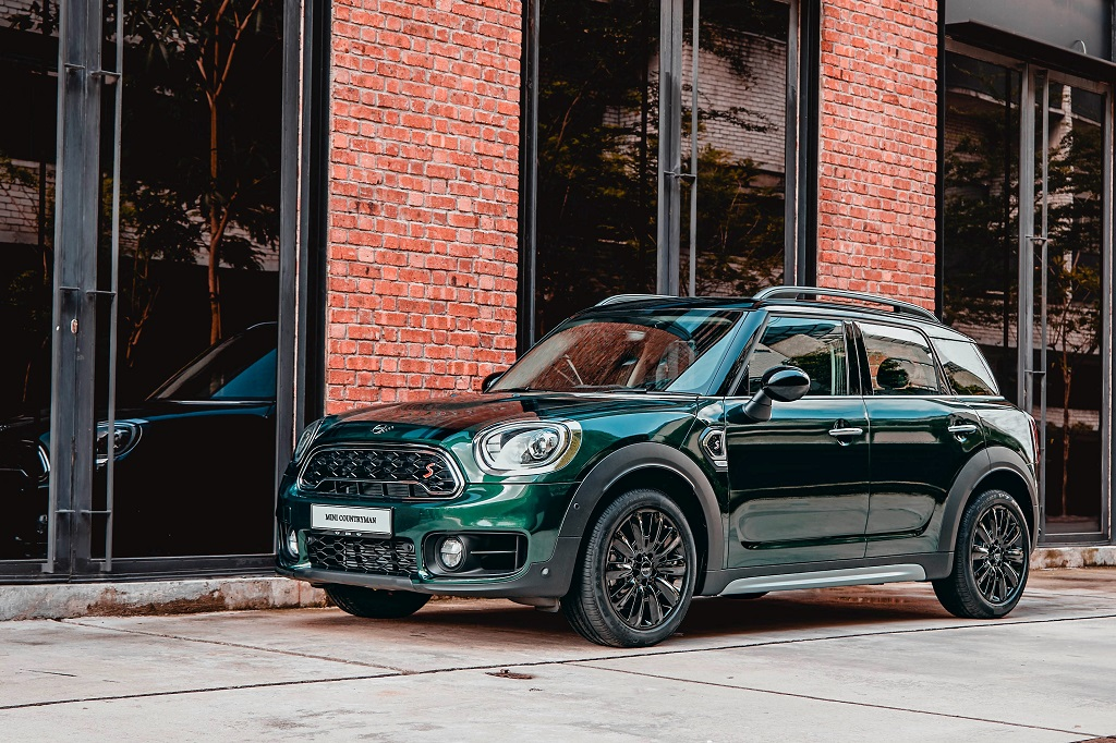 new mini countryman plug in hybrid wired and mini cooper s countryman pure set to excite mini. Black Bedroom Furniture Sets. Home Design Ideas