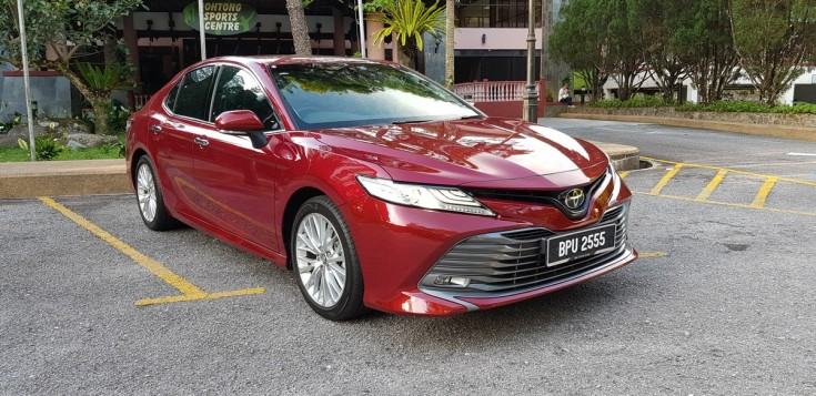 2019 Toyota Camry Test Drive - No more an Uncle Car