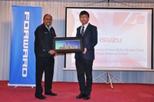 L-R: Datuk Viswanathan A/L Subramaniam with Koji Nakamura