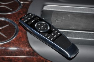 Mercedes-Benz S560e_Remote Control_Malaysia