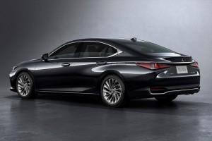 Lexus ES250_Back_Malaysia_2019