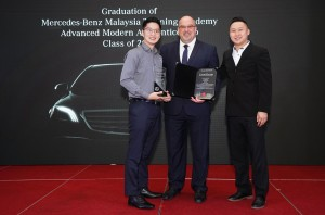 L-R: Valedictorian Tan Wei Chee received the Mercedes-Benz Training Academy Class of 2019 Best Student Award from Jeffrey Simon; and  Vocational Training Manager, Low Woon Fung.