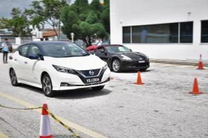 Nissan LEAF vs Nissan 370Z_0-60 kmh Acceleration_Malaysia
