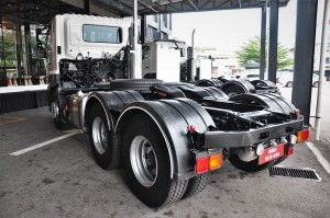Hino 700 Series AMT_Prime Mover_Malaysia_Axle_Rear View