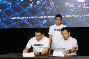 Memorandum of Agreement (MoA) signing between CEO of TRAPO Asia, Mr. Tzong Lee (left) and Assistant Sales Manager of Fuji Chemical Industries Co Ltd, Mr. Mizuguchi (right), accompanied by Co-founder of TRAPO Asia, Mr. Zare Lee (middle)