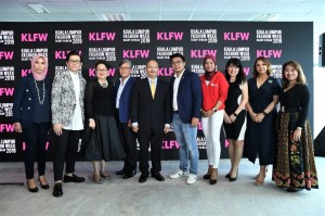 L-R: Pn. Fayza Mohamed Amin, Malaysia Managing Director of HP Inc.; Mr. Andrew Tan, Founder of KLFW; Dato Joyce Yap, CEO of Pavilion, KL; Mr. Akio Takeyama, Deputy Chairman of Lexus Malaysia; Tuan Syed Yahya, Director of Package Development Division from Tourism Malaysia; Mr. Kevin Lee, Chief Business Officer of Lazada Malaysia; Ungku Norliza Syazwan Ungku Halmie, Director of Product and Marketing for Boost; Ms. Vichelle Woon, Head, Regional Marketing of Maybank; Ms. Nikola Hassan, Brand Experience Architect of Platinum Park; Ms. Frenissa Lagman, Marketing Manager of Kotex, Kimberly Clark Trading (M) Sdn Bhd.