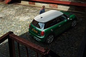 The MINI 60 Years Edition_British Racing Green_Pepper White Roof