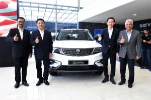 L-R: Mr Tan Tino, CEO of Ming Heng Motor Sdn Bhd; Dr Li Chunrong, CEO of PROTON; Datuk Walter Loh, Chairman of Ming Heng Motor Sdn Bhd; Dato' Radzaif Mohamed, DCEO of PROTON.