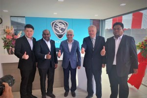 L-R: Mr Andrew Yeap Hue Beng, Director of Autobinee Oriental Sdn Bhd; Mr Tony Thinagharan, Director of Network Planning and Development of Proton; Dato' Radzaif Mohamed, Deputy Chief Executive Officer of Proton; Mr Yeap Teow Teong, Director of Autobinee Oriental Sdn Bhd; En Norhammidi Hashim, Deputy Director of After Sales, Proton.