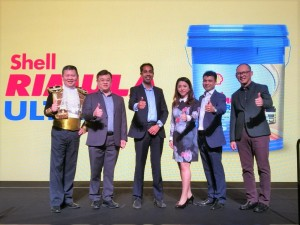 Baljit Singh (3rd from left) with his team at the Shell Rimula Ultra launch.