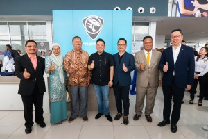 Management of Shirba Auto World and PROTON with guests