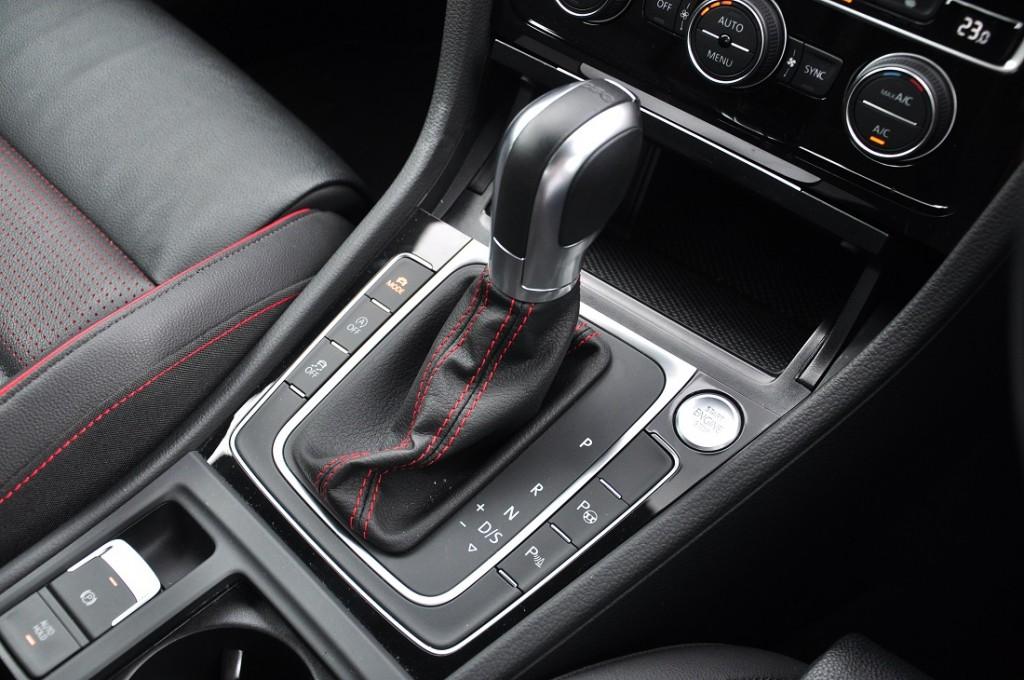Volkswagen Golf GTI_Mk 7.5_Centre Console_Gear Lever_VW