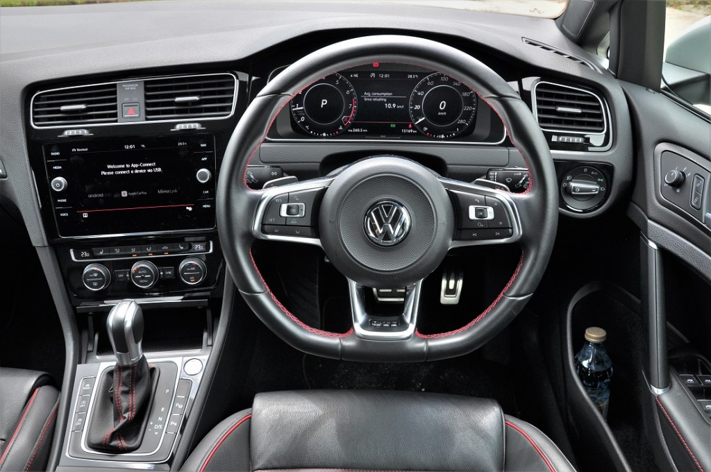 VW Golf GTI Mk 7.5_Volkswagen_Cockpit_Steering Wheel_Meter Display