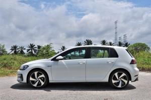 Volkswagen Golf GTI Mark 7.5_Side View