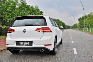 Volkswagen Golf GTI Mk 7.5_Dual Exhaust Tip_Rear