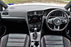 Volkswagen Golf GTI Mk 7.5_Dashboard_Steering Wheel_Gear Lever