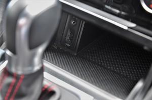 Volkswagen Golf GTI Mk 7.5_USB_AUX